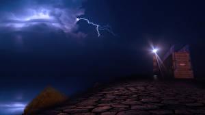 Обои Франция Побережье Маяки Небо Ночь Молния Port la Nouvelle Природа фото