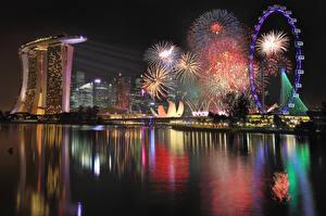 Картинки Сингапур Фейерверк Ночь Колесом обозрения Marina Bay Sands город