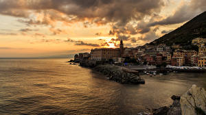 Картинка Италия Дома Пристань Море Рассветы и закаты Лигурия Облака San Francesco Genoa Города