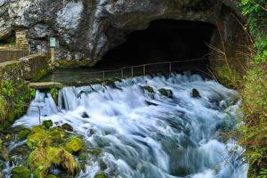 Картинка Франция Водопады Пещера Мох La Fontaine de Fontestorbes Природа