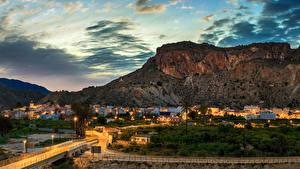 Картинки Испания Горы Здания Дороги Небо Вечер Уличные фонари Ulea Города