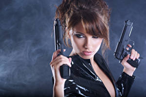 Фотография Пистолеты Шатенка Девушки Армия