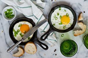 Обои Хлеб Яичница Сковородка Еда фото