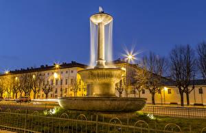 Обои Италия Дома Фонтаны Ночь Уличные фонари Pinerolo Piedmont Города фото