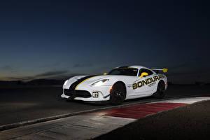 Фотография Dodge Белых Viper GTC авто