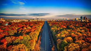 Картинка Дороги Очень страшное кино Германия Берлин Небо Сверху Города