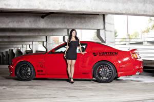 Картинки Форд Красный Сбоку Vortech Mustang GT Автомобили Девушки