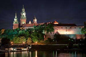 Фотографии Польша Замки Реки Краков Ночь Уличные фонари Wawel Castle Города