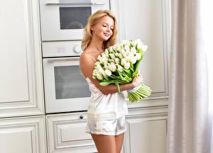 Обои Букет Тюльпан Блондинок Белая девушка