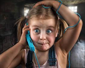 Обои Глаза Девочки Лицо Телефон Ребёнок Юмор
