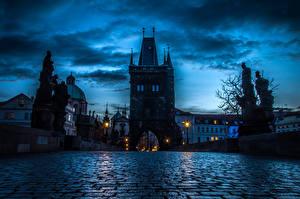 Обои Прага Чехия Здания Мосты Скульптуры Небо Карлов мост Nove Mesto город