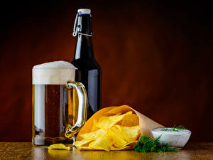 Картинка Напитки Пиво Укроп Бутылка Кружка Чипсы Пена Еда
