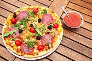 Картинка Пицца Колбаса Помидоры Еда