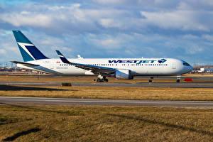 Фотографии Самолеты Пассажирские Самолеты Сбоку Boeing 767-338 Авиация