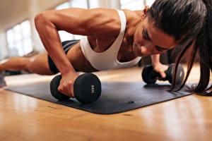 Картинка Фитнес Гантели Физические упражнения Девушки