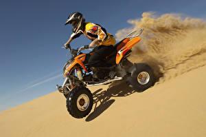 Обои Трайк Шлем Песок Мотоциклы