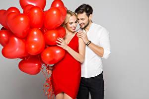Картинки Мужчина Любовь Платье Сердечко 2 Воздушные шарики девушка