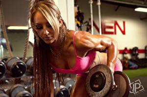 Картинки Бодибилдинг Гантели Физические упражнения Спорт Девушки