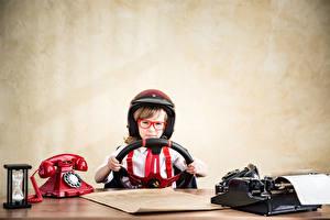 Фотографии Мальчики Шлем Очки Телефон Ребёнок