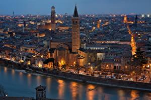 Картинки Италия Здания Речка Верона Ночь