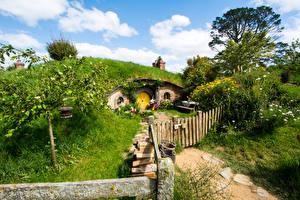Фотографии Новая Зеландия Парки Дома Забора Кустов Matamata Hobbiton Park Природа