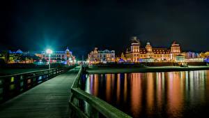 Картинка Германия Здания Река Мост Ночные Уличные фонари Binz город