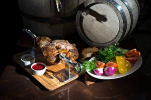 Обои Мясные продукты Бочка Овощи Кетчупом Тарелке