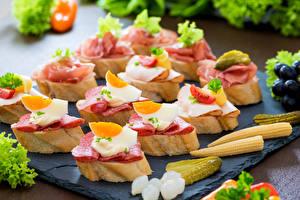 Обои Быстрое питание Бутерброды Кукуруза Огурцы Яйца Пища