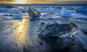 Обои Исландия Рассветы и закаты Берег Волны Лед Jökulsarlon Beach Природа