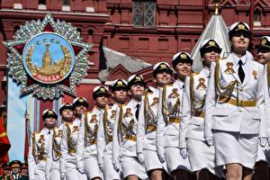 Фото День Победы Россия Военный парад Униформа Девушки