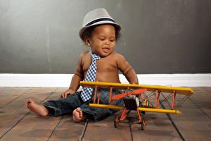 Обои Самолеты Младенцы Мальчики Шляпа Галстук Негр Дети фото