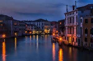 Картинка Италия Дома Водный канал Ночь Уличные фонари San Polo Venice Veneto
