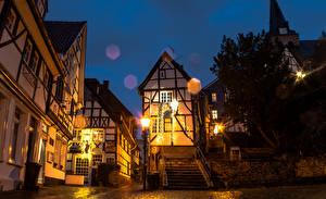 Обои для рабочего стола Германия Здания Улица Ночь Уличные фонари Лестница Essen город