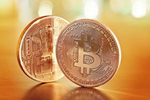 Фотографии Монеты Вблизи Биткоин Вдвоем