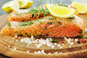 Фотография Морепродукты Рыба Лимоны Специи Пища