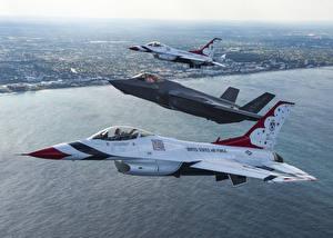 Фотография Самолеты Истребители F-16 Fighting Falcon Трое 3 Thunderbird F-16 F-35A