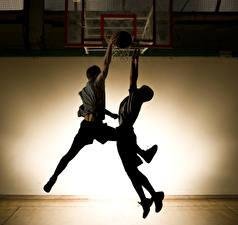 Фотография Мужчины Баскетбол Двое Ноги спортивный