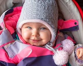 Картинки Младенцы Улыбка Шапки Лицо Ребёнок