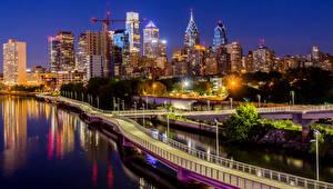 Обои США Дома Реки Мосты Побережье Ночь Уличные фонари Набережная South Street Bridge Philadelphia Города фото