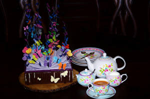 Картинка Натюрморт Торты Кофе Бабочки Дизайн Чашка Тарелка Черный фон Продукты питания