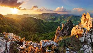 Картинка Словакия Горы Рассветы и закаты Леса Пейзаж Природа