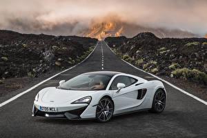 Картинки Дороги McLaren Белый 570GT Автомобили
