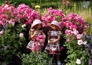 Фотография Розы Кукла Девочка Две Платье Шляпа Кустов Grugapark Essen Природа