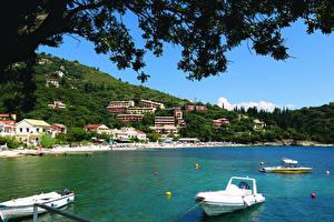 Обои Греция Побережье Дома Лодки Corfu Города фото