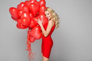 Обои Блондинка Платье Воздушный шарик Сердечко Красный молодые женщины