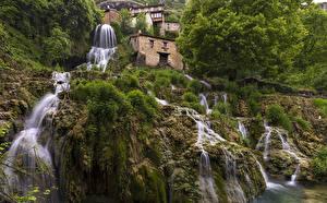 Обои Испания Водопады Дома Утес Мох Orbaneja del Castillo Природа