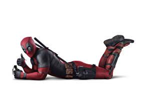 Обои Герои комиксов Deadpool герой Белый фон Фильмы