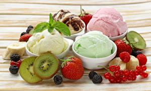 Фото Сладкая еда Мороженое Клубника Киви Смородина Ежевика Малина Еда