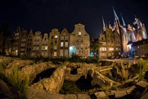 Картинки Польша Здания Гданьск Ночные Уличные фонари Города