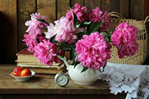 Фото Натюрморт Пионы Часы Персики Розовый Книга Цветы
